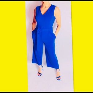 New Women's Sleeveless Jumpsuit  and Self Belt